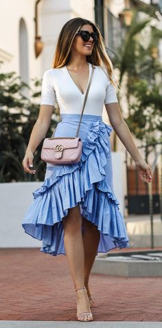 women's white v-neck elbow-sleeved top, blue flared skirt and pair of nude-color open-toe ankle-strap heeled sandals outfit Glamouröse Outfits, Heels Outfits, Skirt Outfits, Fall Outfits, Casual Outfits, Fashion Outfits, Blue Heels Outfit, Flare Skirt Outfit, Glamorous Outfits