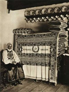 Ghinda,-odaie-taraneasca - case traditionale romanesti Romania People, City People, Europe, Weekend Fun, My Dream Home, Old Photos, The Past, Folk, Traditional