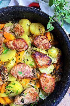 Varázsold el a családot ezzel a fantasztikus pecsenyével! Hungarian Cuisine, Hungarian Recipes, Meat Recipes, Cooking Recipes, Healthy Recipes, Pork Dishes, Food 52, Food To Make, Food Porn