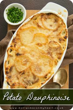 Ramadan Recipes 592082682241758390 - There truly is nothing more comforting than Potato Dauphinoise. With just a few tips & tricks, here I'll show you how to make the most delicious Potato Dauphinoise imaginable! Potato Dishes, Potato Recipes, Vegetable Recipes, Food Dishes, Vegetarian Recipes, Cooking Recipes, Healthy Recipes, Side Dishes, Patate Dauphinoise