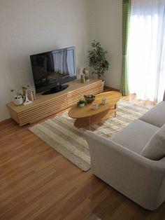 バーチ材の床にタモ材のテレビボード「Grid+」210㎝タイプを提案!リビングテーブルもタモ材で合わせ素敵なリビング空間となりました!