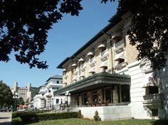 Take a traditional bath atthe Buckstaff Baths,a park concessioner since 1912,or a modern spa experience with co-ed pools at the Quapaw Baths and Spa, a park lessee.