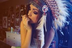 LOVE the Indian headdress; DO WANT
