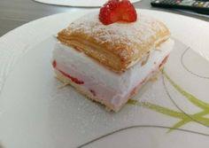 Epres-joghurtos krémes | Zsuzsanna Pintérné Kertész receptje - Cookpad receptek Cheesecake, Sweets, Food, Kitchen, Deserts, Cheesecake Cake, Sweet Pastries, Cucina, Cooking