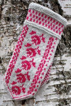 Double Knitting Patterns, Knitted Mittens Pattern, Knit Mittens, Knitting Charts, Knitted Gloves, Knitting Socks, Crochet Patterns, Wrist Warmers, Hand Warmers
