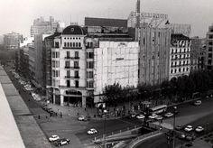 Cap als anys setanta del segle passat?. Vista de la Casa Vicenç Ferrer, cantonada amb Ronda de Sant Pere, abans de que fos enderrocada per l'ampliació d'El Corte Inglés.