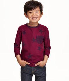 CONSCIOUS. T-shirt à manches longues en coton bio mélangé. Modèle avec une poche de poitrine.