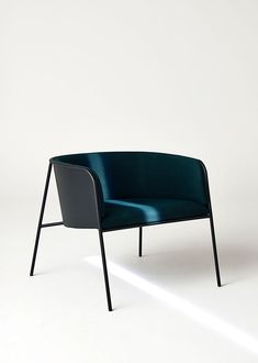 UMA / Lounge Chair by Mathias Bek Mathias.dk - home - Chair Design Deco Furniture, Furniture Styles, Cool Furniture, Furniture Design, Furniture Online, Metal Furniture, Luxury Furniture, Upholstered Swivel Chairs, Eames Chairs