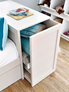Blind for bedroom: find out how to choose the ideal model with photos - Home Fashion Trend Space Saving Furniture, Small Furniture, Home Decor Furniture, Furniture Design, Box Room Bedroom Ideas, Small Room Bedroom, Home Decor Hooks, Bed Shelves, Bedroom Blinds