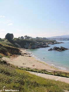 Arnao beach seems small with low tide but can be quite impressive with high tide, pay it a visit and see for yourself! #Asturias #Spain