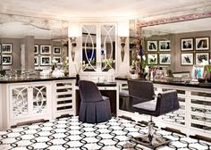 Celeb home - The home of Kris and Bruce Jenner...always loved her bathroom