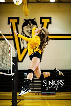Volleyball senior picture ideas for girls. Volleyball hitter in the gym. We love the idea of using the school or club's gym to make the pictures more special. #volleyballseniorpictureideas #seniorsbyphotojeania