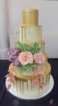 Wedding drip cake by Wilma's Droomtaarten - http://cakesdecor.com/cakes/291979-wedding-drip-cake