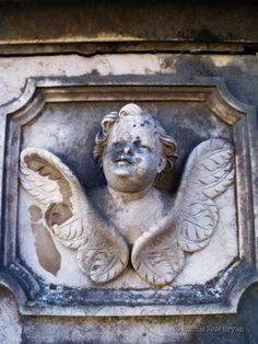 Cemitério dos Prazeres (Cemetery of Pleasures) - Lisboa / Lisbon, Portugal . photo by Bonnie Rose Bryan #mausoleum #tomb #grave #angel #cherub
