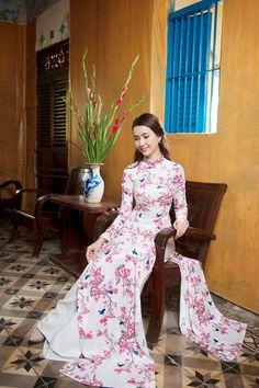 Phan Thị Mơ và Ngân Quỳnh diện áo dài nền nã đón xuân hình ảnh 8