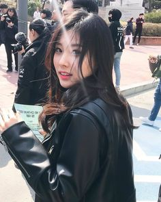 Image may contain: one or more people and outdoor Kpop Girl Groups, Korean Girl Groups, Kpop Girls, My Girl, Cool Girl, Eyes On Me, Leather Skirt, Leather Jacket, Japanese Girl Group