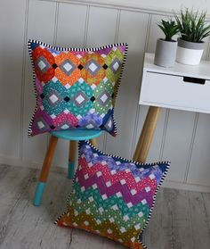 Allow me to introduce my newest pattern release. BEJEWELED EPP Cushions This pattern was inspired by a little pile of Aliso. Diy Pillows, Cushions, Throw Pillows, Paper Piecing Patterns, English Paper Piecing, Quilted Pillow, Quilting Projects, Quilting Ideas, Diy Projects To Try