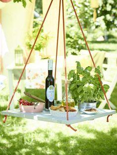 Freunde und Familien haben sich für die nächste Grillparty angekündigt. Wir hätten noch vier einfache Deko-Ideen für den Garten, die sich