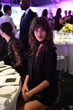 Georgia Fowler attends the Milano Gala Dinner benefitting the Novak Djokovic Foundation presented by Giorgio Armani at Castello Sforzesco on September 2016 in Milan, Italy Twist Hairstyles, Hairstyles With Bangs, Hair Inspo, Hair Inspiration, Medium Hair Styles, Curly Hair Styles, Shaggy Hair, Pelo Pixie, Natural Wavy Hair