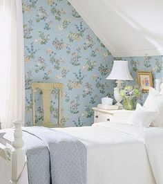 English Country Style Love attic rooms or rooms with slanted ceilings. They were just made for a charming wallpaper like this Thibaut paper.Love attic rooms or rooms with slanted ceilings. They were just made for a charming wallpaper like this Thibaut pa Cozy Living Rooms, Living Room Decor, Bedroom Decor, Bedroom Ideas, Bedroom Storage, Bedroom Loft, Design Bedroom, Bedroom Furniture, Furniture Design