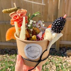 Charcuterie Recipes, Charcuterie Platter, Charcuterie And Cheese Board, Cheese Boards, Party Food Platters, Food Trays, Cheese Platters, Brunch, Appetizer Recipes