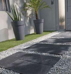 Pas japonais BLOOMA Traverse - castorama Modern Landscaping, Outdoor Landscaping, Outdoor Gardens, Landscape Design, Garden Design, Garden Paving, Contemporary Garden, Garden Projects, Garden Inspiration