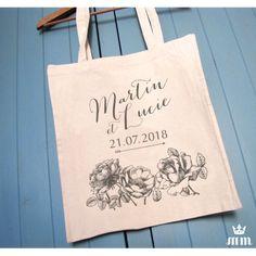 Tote bag mariage Au nom de la rose idéal comme cadeau pour vos témoins, invités ou lors d'un enterrement de vie de jeune fille (EVJF)... Ce tote bag personnalisé est un souvenir original à conserver.