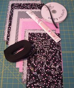 The Fabric Bakery: Easy Cross body Purse Handbag Tutorial with Adjustable Strap … – Purses And Handbags Totes Diy Bags Purses, Diy Purse, Purses And Handbags, Handbag Tutorial, Zipper Pouch Tutorial, Bag Patterns To Sew, Tote Pattern, Small Sewing Projects, Sewing Crafts
