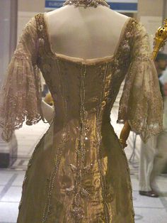 Queen Maud of Norway's coronation gown, 1906 - Like I said, Maude and I would have been closet buddies, I'm sure of it...