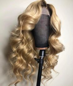 Buy Glueless Lace Front Wigs Indian Remy Hair Ombre Highlight Color at WowEbony, Our Human hair Ombre lace front wigs are of super quality. Blonde Hair With Roots, Blonde Wig, Blonde Color, Blonde Highlights, Brunette Hair, Blonde Lace Front Wigs, Blonde Ombre, Honey Blond, Hair Laid