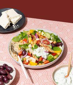 Bol santé style salade grecque | Recettes d'ici | Recettes d'ici Sauce Tzatziki, Ricotta Dessert, Greek Dishes, Yams, Cobb Salad, Meal Planning, Salads, Keto, Healthy Recipes