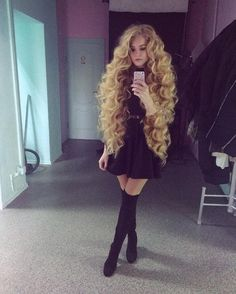 Langes Haar Mädchen Lange Frisuren You are in the right place about hair style with bangs Here we offer you the most beautiful Very Long Hair, Long Curly Hair, Big Hair, Super Curly Hair, Beautiful Long Hair, Gorgeous Hair, Amazing Hair, Medium Champagne Hair Color, Ponytail Hairstyles