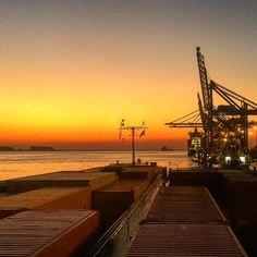 """""""In wacht om verder te lossen #portofantwerp #antwerp_bigcity #sunset #MilanoRhineMainLiner #antwerpen #schelde #binnenvaart #Vervoeroverwaterjuisteweg"""""""
