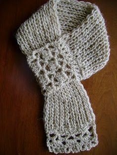 Lanas Hilos:  short scarf with crochet ends.  No pattern