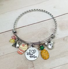 Bangle Bracelets With Charms, Unique Bracelets, Bangles, Diy Presents For Boyfriend, Dole Whip Disney, Grunge Jewelry, Disney Jewelry, Cute Charms, Charm Jewelry
