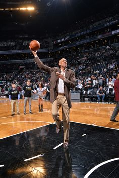 Leyenda: Las 10 mejores jugadas de Kareem Abdul-Jabbar para celebrar su 67 cumpleaños #baloncesto #basket #basketbol #basquetbol #kiaenzona #equipo #deportes #pasion #competitividad #recuperacion #lucha #esfuerzo #sacrificio #honor #amigos #sentimiento #amor #pelota #cancha #publico #aficion #pasion #vida #estadisticas #basketfem