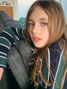 Pin on 可愛い女の子 Little Girl Models, Cute Little Girl Dresses, Cute Young Girl, Beautiful Little Girls, Cute Girl Outfits, Beautiful Girl Image, Child Models, Beautiful Children, Cute Girls