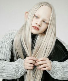Portrait Photography Inspiration: Atypical Beauty – Phot … – For Women Modelo Albino, Chill Hip Hop, Amazing Photography, Portrait Photography, Photography Magazine, Photography Jobs, Photography Competitions, Photography Courses, Aerial Photography