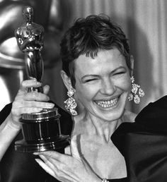 """Academy Awards® ~ Dianne Wiest won the Best Supporting Actress Oscar® for her performance in """"Hannah and Her Sisters"""" (Won 2 Oscars. Another 34 wins & 19 nominations) Academy Award Winners, Oscar Winners, Academy Awards, Hannah And Her Sisters, Dianne Wiest, Actor Secundario, Hollywood, Woody Allen, Good Smile"""
