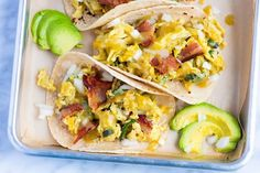 Easy breakfast tacos recipe with shredded potatoes, peppers and onions. You have just found your new favorite breakfast. They are ultra-satisfying, quick and delicious. Breakfast Tacos, Vegetarian Breakfast, Breakfast Skillet, Mexican Breakfast, Brunch Recipes, Breakfast Recipes, Dinner Recipes, Breakfast Ideas, Brunch Ideas