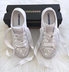How gorgeous are the Converse All Star customized with Swaro.- How gorgeous are the Converse All Star customized with Swarovski Crystals AB How gorgeous are the Converse All Star customized with Swarovski Crystals AB – Marie - Bride Converse, Converse Wedding Shoes, Glitter Converse, Wedding Sneakers, Glitter Shoes, Prom Shoes, Converse All Star, Bride Sneakers, Womens Fashion