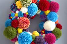 How to Make a Pom Pom Wreath #pompom #wreath #christmas