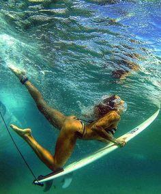 Surf girl... underwater...                                                                                                                                                                                 Mais