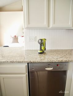 In need of a new kitchen backsplash but don't want to spend a lot of money or time? Here are 15 awesome DIY kitchen backsplash ideas you can try! 15 DIY Kitchen Backsplash Ideas via Wainscoting Kitchen, Beadboard Backsplash, Kitchen Backsplash, Kitchen Cabinets, Backsplash Ideas, Dark Cabinets, Home Depot Kitchen, Kitchen Facelift, Home Kitchens