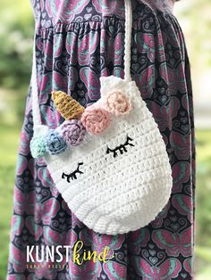 Unicorn girls bag Ravelry: Unicorn girls bag pattern by Sarah Wongvorakul Th. Unicorn girls bag Ravelry: Unicorn girls bag pattern by Sarah Wongvorakul This image has get 0 Knit Crochet, Crochet Hats, Crochet Girls, Crochet Purses, Girls Bags, Crochet Patterns, Crochet Ideas, Crochet Unicorn Pattern, Bag Patterns