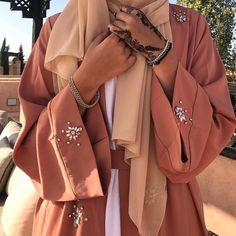 Modesty Fashion, Abaya Fashion, Muslim Fashion, Fashion Dresses, Abaya Style, Hijab Style, Hijab Mode Inspiration, Modern Abaya, Mode Simple