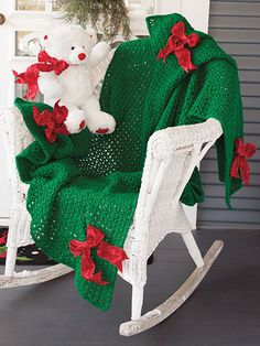 Crochet patterns to make for Christmas gifts and home decor - free crochet Christmas patterns for tree skirts, stockings, gifts, afghans