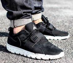 Nike SB Air Trainerendor Men Shoes Sz 11.5 Black White Trail Sneaker  Athletic  Nike   49394fb41