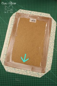 pranchetas 111 Translate for instructions for using fabric. Dollar Store Crafts, Crafts To Sell, Diy And Crafts, Crafts For Kids, Paper Crafts, Clipboard Crafts, Diy Magnets, Craft Show Ideas, Summer Crafts