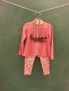 Estampa de girafa? Não sei, mas é rosa e muito fofa!